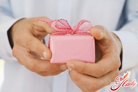 a pink wedding is not worth giving his man something everyday in the form of a razor or cologne