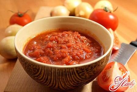 Adjika from tomato with garlic