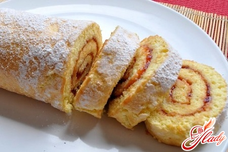 roll with condensed milk and vanillin