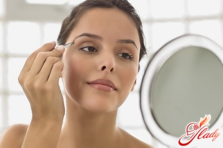 eyebrow shape for round face