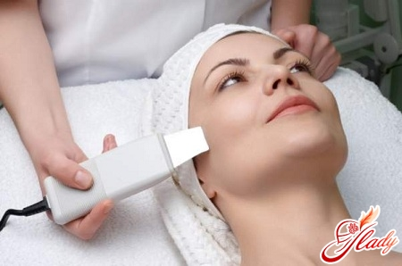 ultrasonic face cleansing from a cosmetologist