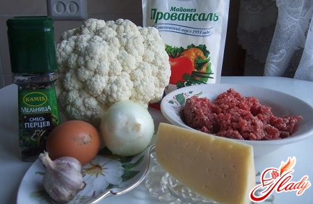 Ingredients for preparation of cauliflower with minced meat