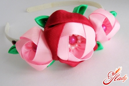 beautiful flowers of satin ribbons with their own hands