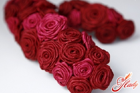 flowers from satin ribbon by own hands