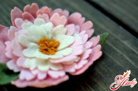 unusual flowers of felt by one's own hands