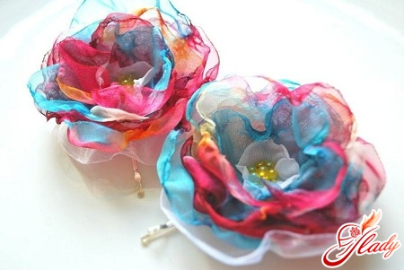 beautiful flowers from organza by own hands