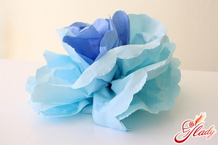 beautiful flowers of napkins with their own hands