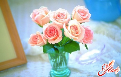 How to prolong the life of cut roses