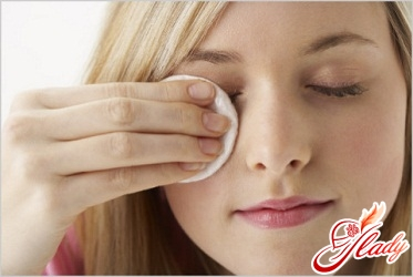 Effective ways to take off makeup