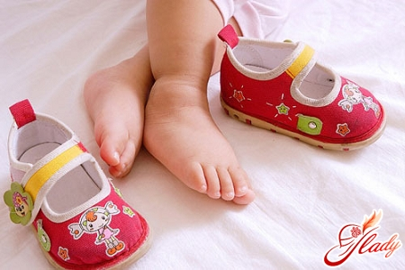 How to choose the first baby shoes