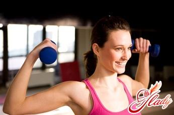 вправи з гантелями для жінок для грудних м'язів