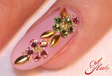 rhinestones on the nails of the feet