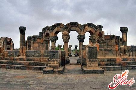 Руїни храму Звартноц
