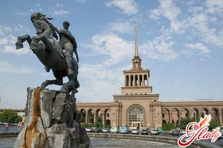 Пам'ятник Давиду Сасунському - герою вірменських епосів