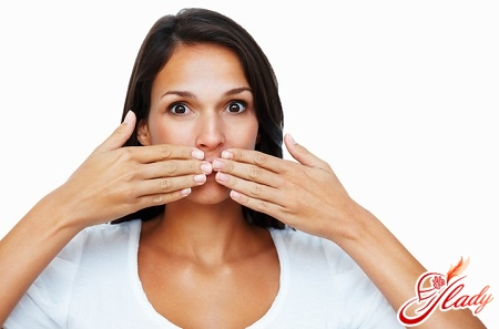unpleasant odor from the mouth can be a symptom of diseases of the esophagus