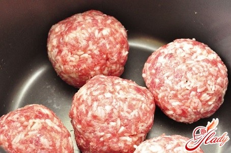 process of cooking meatballs with rice
