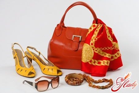 Women's accessories. What is at the height of fashion today