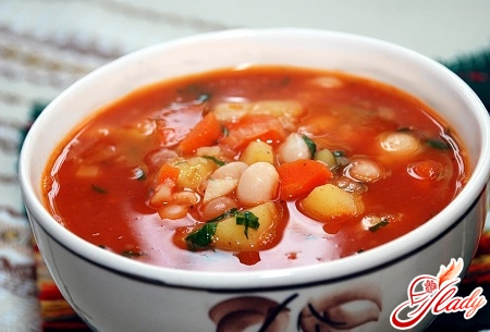beans soup with tomatoes
