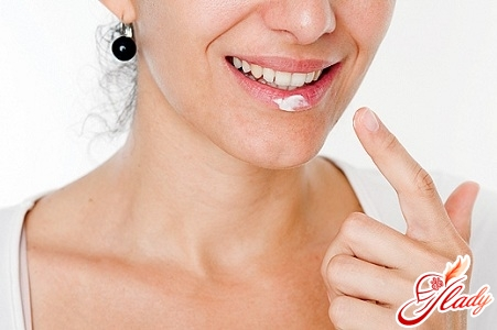 Treatment of herpes on the lips