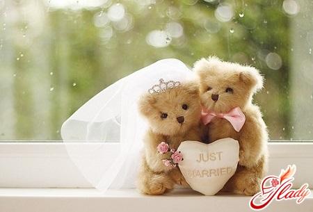 features of wedding anniversaries