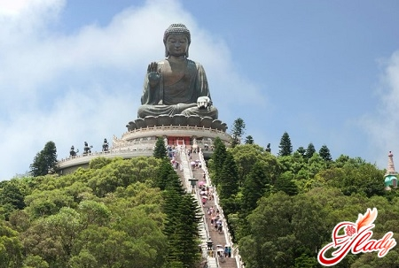 statue of a sitting buddha on an island of a lamp