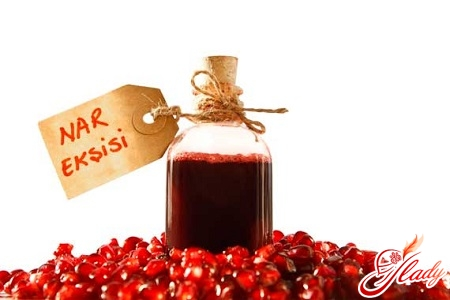 different recipes for making pomegranate sauce