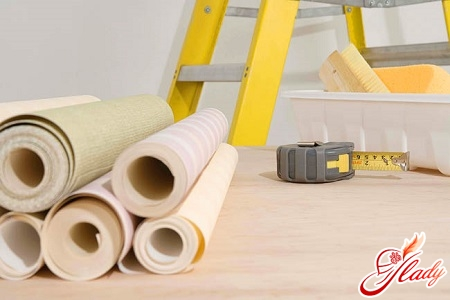 how to glue wallpaper on a non-woven basis