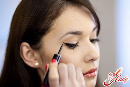 arrows in front of liquid eyeliner