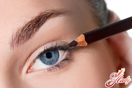 how to draw arrows in front of eyeliner