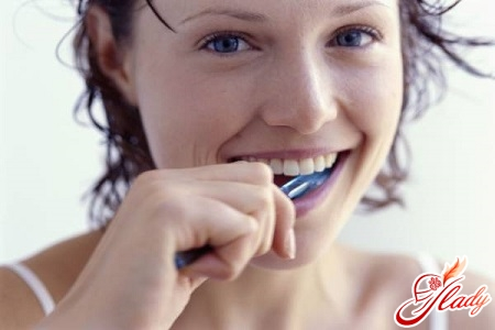 how to whiten teeth by yourself
