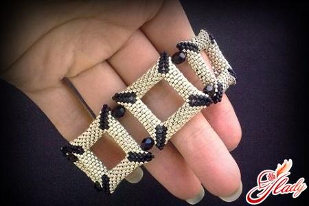 weaving machinery from beads