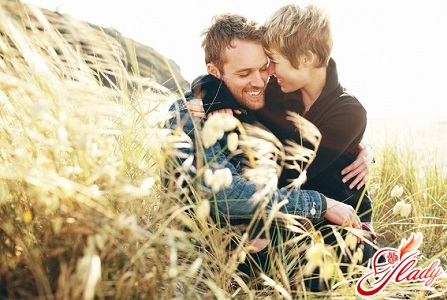 how to understand whether a man loves