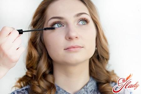 correct application of mascara