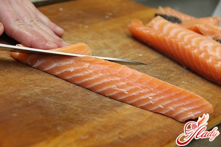 cut the fish in thin layers