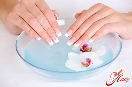 how to make beautiful manicure itself