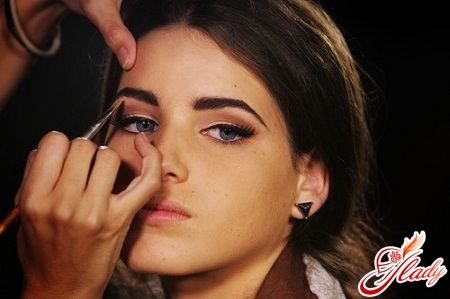 how to make the eyebrows thick correctly