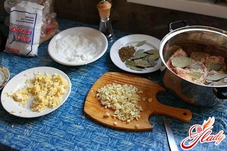 інгредієнти для приготування солоного сала