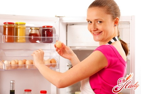 How to remove the smell from the refrigerator correctly