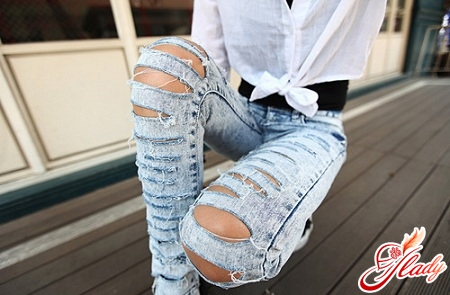 With our own hands, we decorate jeans