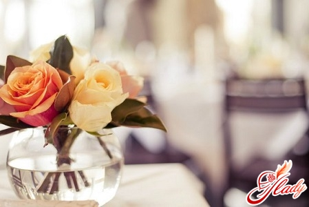 how to care for roses in a vase