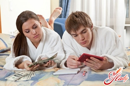 how to properly manage the family budget