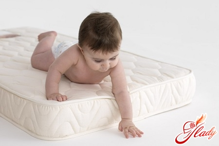 how to choose a mattress for a newborn correctly