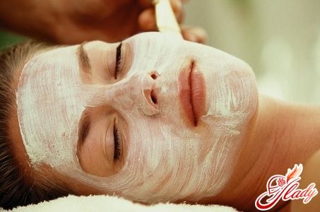 smoothing the skin of the face at home