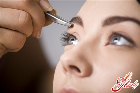 how to pluck your eyebrows at home