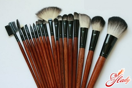 what makeup brushes are better