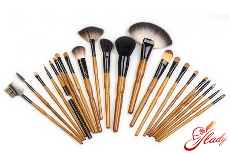 what brushes are needed for makeup