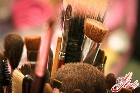 How to care for makeup brushes