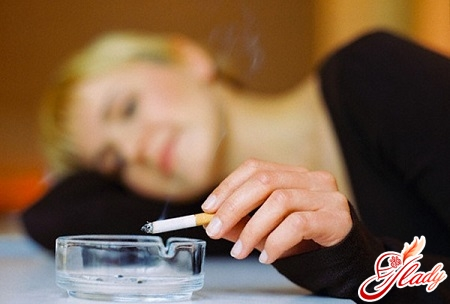 smoking causes frequent hot flashes