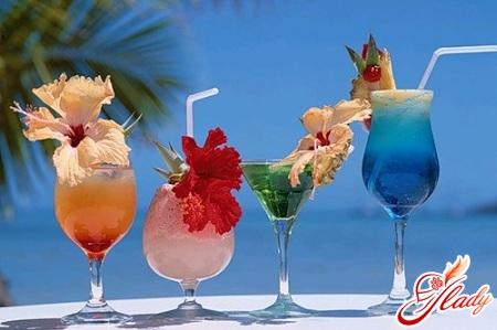 cocktails with liqueur