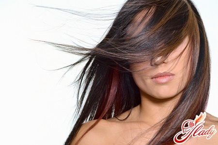 fashionable coloring of dark hair
